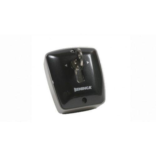 BENINCA - kültéri kulcsos kapcsoló, 2 mikrokapcsolós, fém házban, Euro zárbetéttel (TOKEY.E)